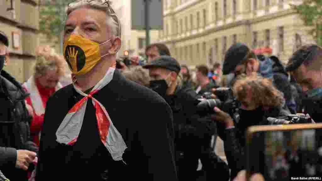 Alföldi Róbert is részt vett és felolvasott az SZFE-tüntetésen 2020. október 19-én.