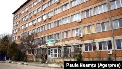 Ministrul Sănătății a cerut controale la Spitalul Județean de Urgență Reșita, după apariția imaginilor cu bolnavi dezbrăcați, căzuți pe holuri.