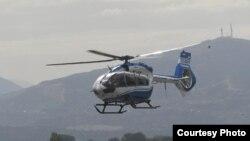 Еден од четирите хеликоптери за гаснење пожар што ги испрати Србија во Македонија.
