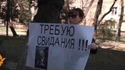 Владимиру Козлову не дают видеться с женой
