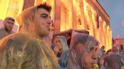 Gürjüstanlylar hökümete garşy protestleri dokuzynjy gije hem dowam etdirdiler