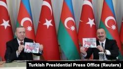 Президент Турции Реджеп Тайип Эрдоган (слева)и президент Азербайджана Ильхам Алиев