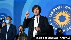 Irakli Kobakhidze și colegii săi celebrând victoria în alegeri