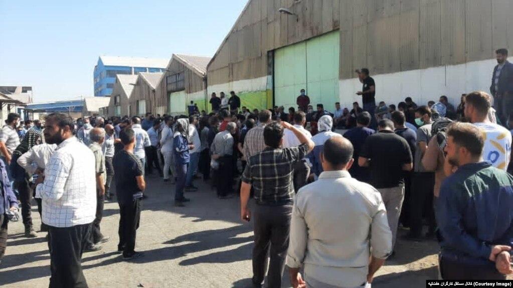 عکس آرشیوی از تجمع قبلی کارگران معترض نیشکر هفتتپه