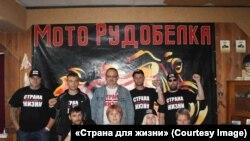 Верхний ряд: в центре — Юрий Власов, справа от него — Александр Шабалин. Нижний ряд: крайний слева — Дмитрий Ивашков, крайняя справа — Татьяна Каневская.