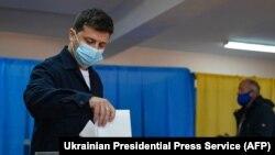 25-уми октябр. Президенти Украина Владимир Зеленский овоз медиҳад