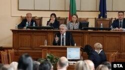Служебният вътрешен министър Бойко Рашков беше поканен на изслушване в парламента заедно с правосъдния си колега Янаки Стоилов