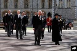 Принц Чарльз, принцеса Анна та інші члени королівської родини
