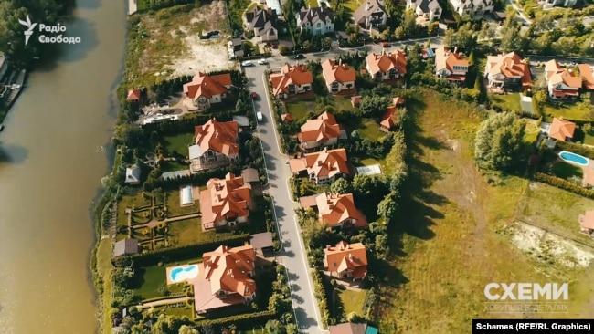 Котеджне містечко Золоче ріелтори називають «найпрестижнішим» комплексом Київщини