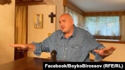 """В излъчване на живо в своя профил във Фейсбук Бойко Борисов обясни на ръководството на ГЕРБ как депутатите """"ще мачкат"""" съдиите."""