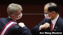 Predsednik Senata Parlamenta Češke Miloš Vistrčil i predsednik Parlamenta Tajvana, Ju Ši-kun tokom susreta u Tajpeju