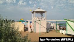 Пляж у селищі Берегове на феодосійському узбережжі, серпень 2021 року