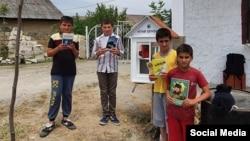 Kənd uşaqları kitab qovşağında