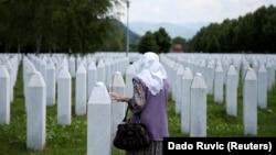 Tokom genocida u Srebrenici u julu 1995. godine snage Vojske Republike Srpske (VRS) ubile su oko 8.000 muškaraca i dječaka u Srebrenici i okolini.
