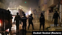 Фотографија од минатонеделните анти-владини протести во Тунис