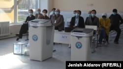 Один из избирательных участков в Бишкеке. 11 апреля 2021 года.