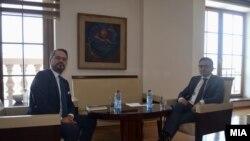 Директорот на ЕБОР надлежен за Северна Македонија, Анди Аранитаси, и Фатимир Бесими, министер за финансии во Владата на Северна Македонија