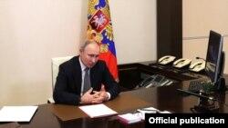 Путин шартномадан чиқиш тўғрисидаги қонунни имзолади.