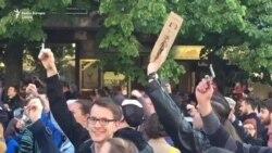 No Comment: Protestatarii din capitala Cehiei, Praga, scutură cheile
