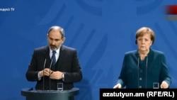 Премьер-министр Армении Никол Пашинян на совместной пресс-конференции с канцлером Германии Ангелой Меркель, Берлин, 1 февраля 2019 г.