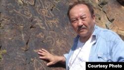 Мұхтар Мағауин, Қазақстанның халық жазушысы.