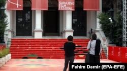 Crveni tepih ispred Narodnog pozorišta u Sarajevu