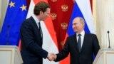 Orsýetiň prezidenti Wladimir Putin we Awstriýanyň kansleri Sebastian Kurz. 5-nji iýun, 2018 ý.