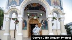 Slujba de Denii la o biserică din Bucureștii