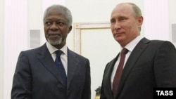 Russian President Vladimir Putin (right) meets at the Kremlin with UN-Arab League envoy Kofi Annan.
