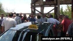 Arxiv foto: Yerevanda taksi sürücülərinin etirazı