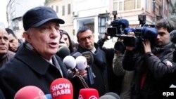 General Cetin Dogan 2014-cü ilin fevralında məhkəməyə təslim olmazdan qabaq mediaya danışır
