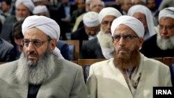 Molavi Abdol-Hamid (solda) prezident H.Rouhani-nin sünni ruhanilərlə görüşündə. 2016
