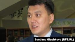 """Саясаттанушы, """"Нұр Отан"""" партиясының хатшысы Ерлан Қарин. Астана, 13 қыркүйек 2011 жыл,"""