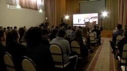"""Caravana filmelor """"Pur şi Simplu"""" la liceul """"Mihai Viteazul"""" din Chişinău"""
