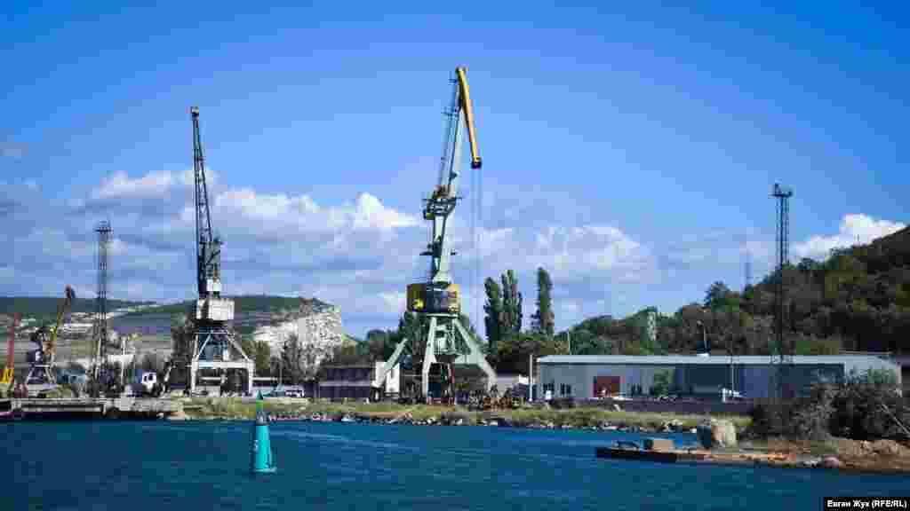 Краны Инкерманского морского порта