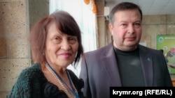 Супруга лидера крымскотатарского народа Сафинар Джемилева и председатель Херсонского регионального Меджлиса крымскотатарского народа Ленур Люманов