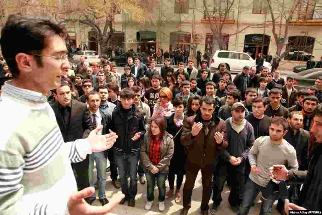 Баку: Молодежь отметила 2-ю годовщину трагедии в Нефтяной Академии