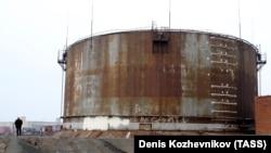 Одно из хранилищ топлива на ТЭЦ-3 в Норильске