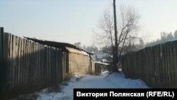 Вот по таким закоулкам Забайкальского ходят дети. В случае нападения собак вряд ли кто-то увидит и услышит