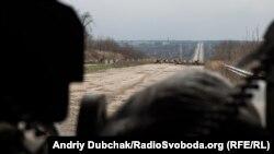 Ілюстративне фото. Крайній блок-пост українських військових на дорозі до Донецька неподалік Авдіївки. Березень 2016 року