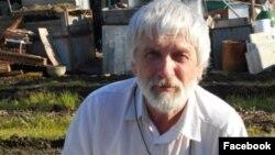 Анатолий Казиханов