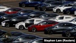 Tesla-nın Model 3 elektromobilləri