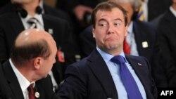 Președintele Medvedev și omologul său român Băsescu la Lisabona