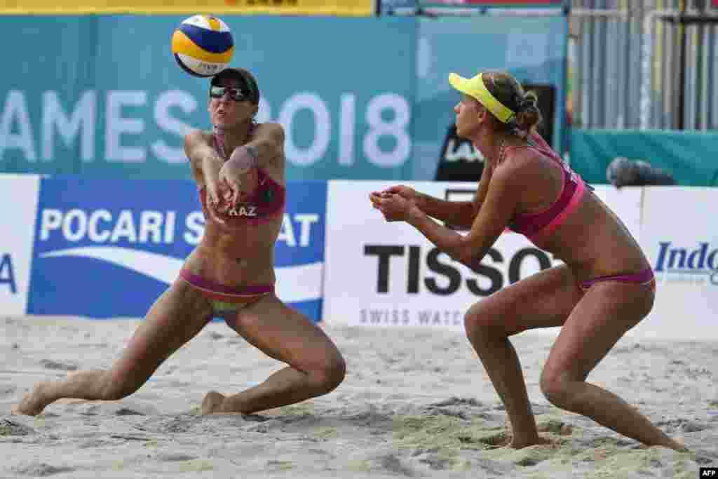 По пляжному волейболу казахстанская пара Ирина Цымбалова (слева) и Татьяна Машкова в полуфинале проиграли японкам. В борьбе за третье место они встретятся с соперницами из Индонезии.