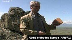 Тренчо Димитриоски, прилепски новинар, публицист и истражувач на археолошкото културно наследство во прилепско и мариовско.