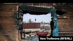 Сгоревший дом в поселке Шира