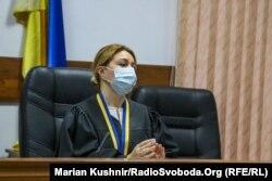Суддя Марина Антонюк оголосила про зміну запобіжного заходу Сергієві Стерненку, Київ, 6 серпня 2020 року