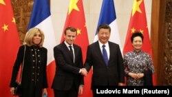 პეკინი, 2018 წლის 8 იანვარი: საფრანგეთისა და ჩინეთის პრეზიდენტები მეუღლეებთან ერთად