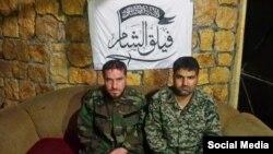 تصویر دو نفری که «گردان شام» میگوید نظامی ایرانی هستند و یکشنبه شب آنها را اسیر کرده است.