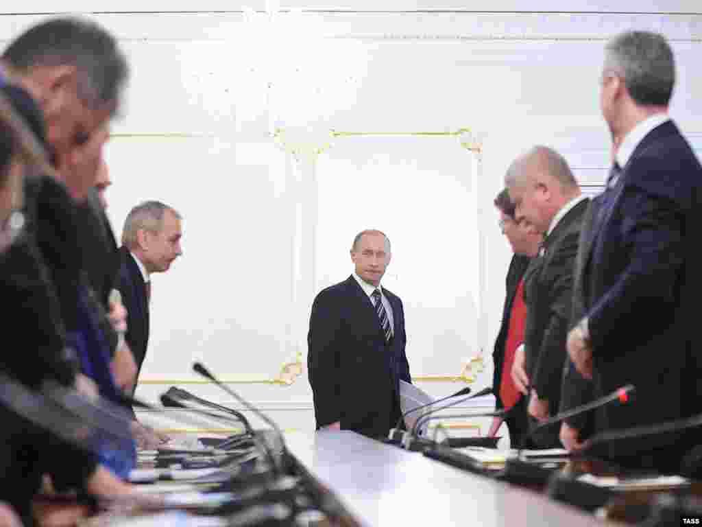 """Владимир Путин: """"Мировой финансовый кризис далек от завершения и пока даже не достиг своего пика"""""""